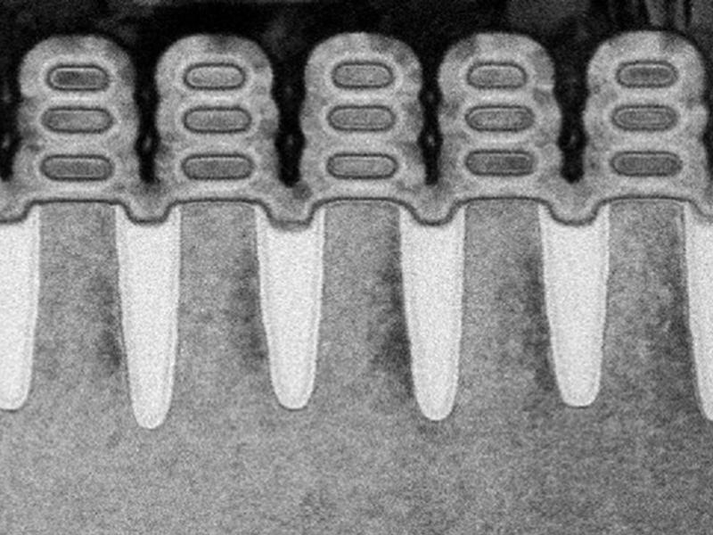 Kategori İçin Resim IBM Tırnak Boyutunda Çipe 30 Milyon Transistör Sığdırdı